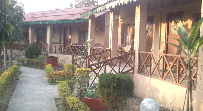 Eden Jungle Resort - Sauraha - 屋外の景色
