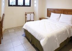Reddoorz @ Lebak Bulus Raya 3 - 南ジャカルタ市 - 寝室