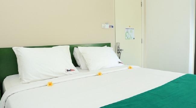RedDoorz Near Pantai Jerman - デンパサール - 寝室