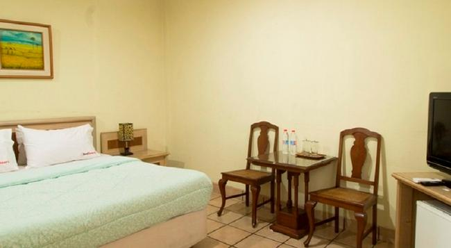 RedDoorz Near Parahyangan University - バンドン - 寝室
