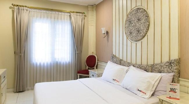 Reddoorz Plus @ Istana Plaza - バンドン - 寝室