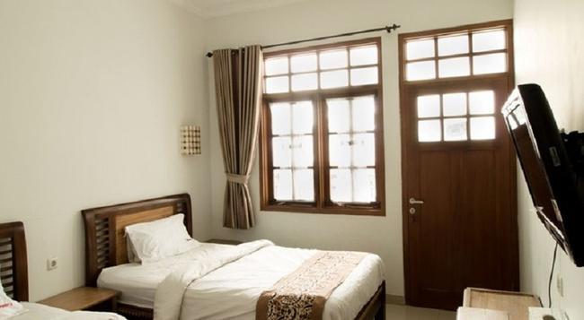 RedDoorz @ Burangrang - バンドン - 寝室