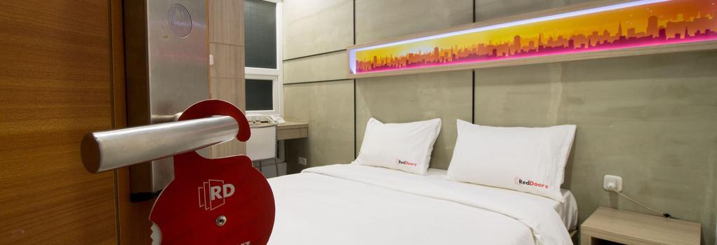 レッドドアーズ @ セティアブディ 8 - 南ジャカルタ市 - 寝室