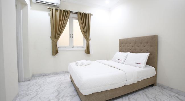 レッドドアーズ @ ポンドック インダ 2 - 南ジャカルタ市 - 寝室