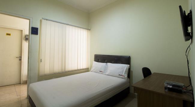 Reddoorz @ Salemba Raya - ジャカルタ - 寝室