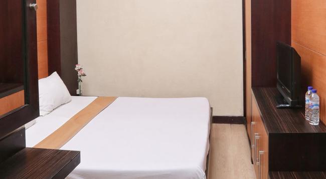 RedDoorz Near Padma Beach - レギャン - 寝室