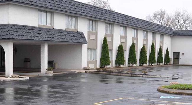 Magnuson Hotel East Sandusky - サンダスキー - 建物