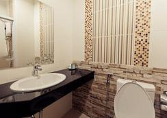 Excella Hotel - ウボンラチャタニ - 浴室