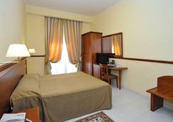 ホテル ヴィルジーリオ - ローマ - 寝室