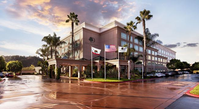 ダブルツリー デル モア ホテル - サンディエゴ - 建物