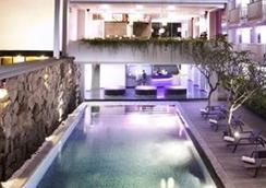 Berry Hotel Bali - North Kuta - プール
