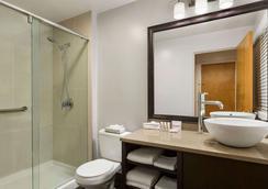 デイズ イン - バンクーバー ダウンタウン - バンクーバー - 浴室