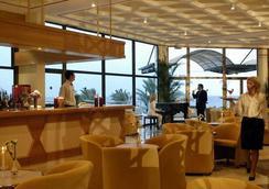 Constantinou Bros Athena Royal Beach Hotel - パフォス - バー