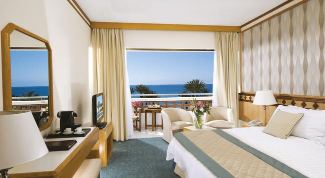 Pioneer Beach Hotel - パフォス - 寝室