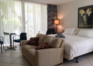 Manhattan Tower Apartment Hotel