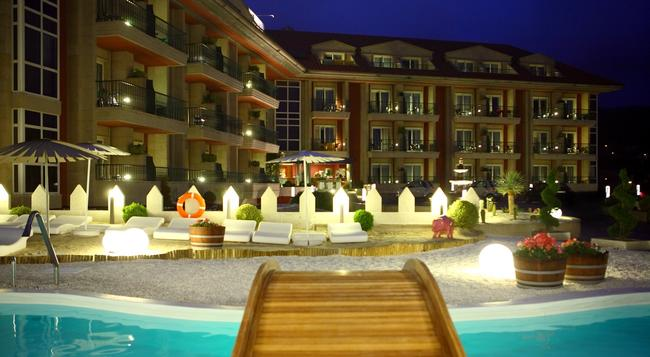 Augusta Spa Resort - サンシェンショ - 建物