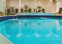 モスクワ マリオット グランド ホテル - モスクワ - プール