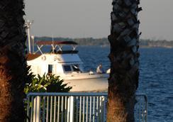 Monroe's on the Lake Hotel & Banquet Hall - サンフォード - 屋外の景色