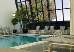 Renaissance Denver Stapleton Hotel - デンバー - プール
