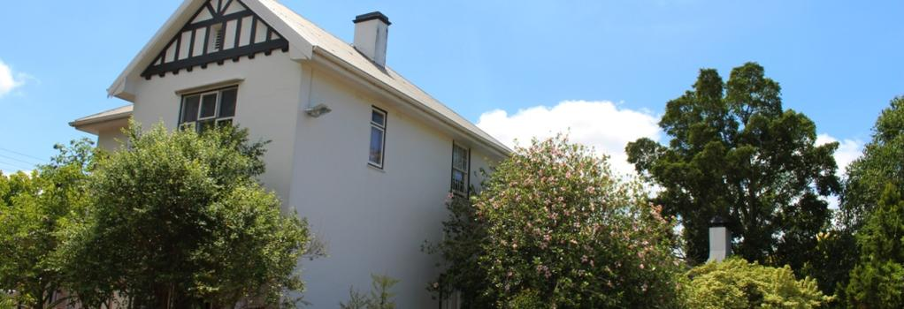 Whispering Oaks Guest House - George - 建物