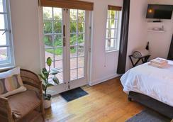 Whispering Oaks - George - 寝室