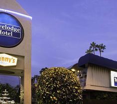 トラベロッジ ホテル アット LAX