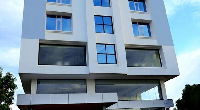 Hotel Bhargav Grand - Guwahati - 建物