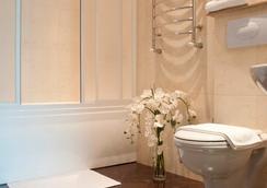 Platinum Hotel - キシニョフ - 浴室
