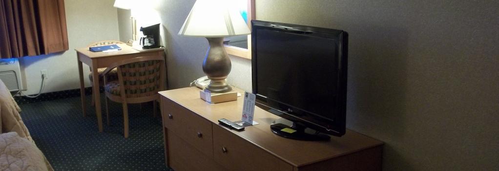Baymont Inn & Suites Waterloo - Waterloo - 寝室