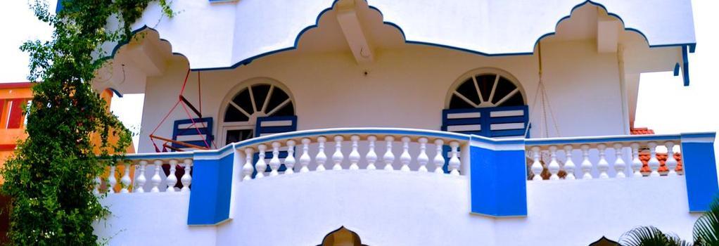 アドハー ゲストハウス - Puducherry - 建物