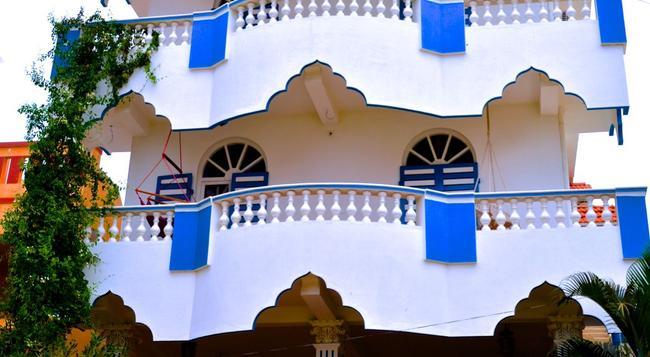 Aadhaar Guest House - Puducherry - 建物