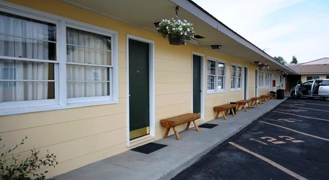A Western Rose Motel - コーディ - 建物