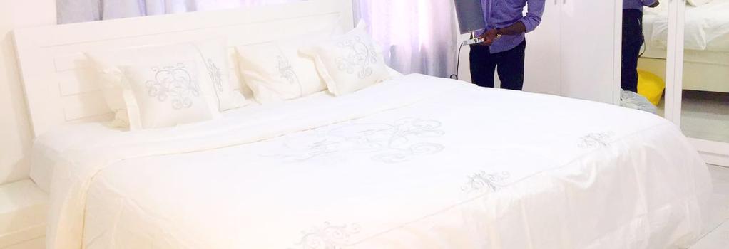 Empire State Hotel - アクラ - 寝室