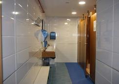 アルベルゲ コンポステーラ - サンティアゴ・デ・コンポステーラ - 浴室