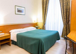 ホテル キャピトル - ローマ - 寝室