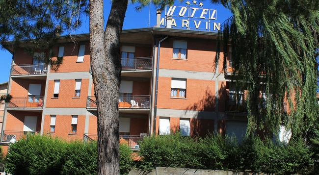 Hotel Marvin - モンテプルチャーノ - 建物