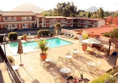 Sands Inn & Suites - サンルイス・オビスポ - プール