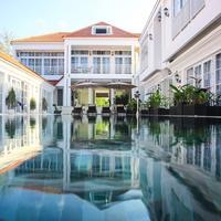 ホワイト ブティックホテル Outdoor Pool