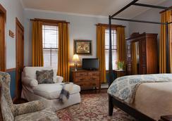 Lang House On Main Street - Burlington - 寝室