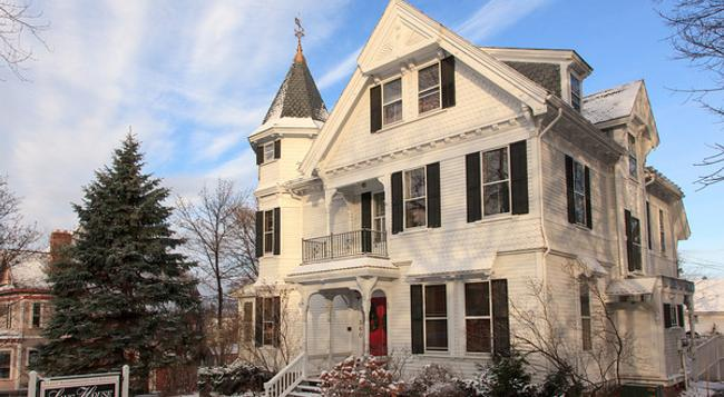 Lang House on Main Street - Burlington - 建物