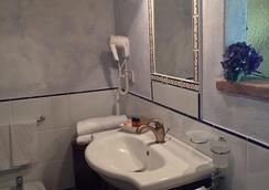 ラ チッタ イデアーレ スイーツ - ピエンツァ - 浴室