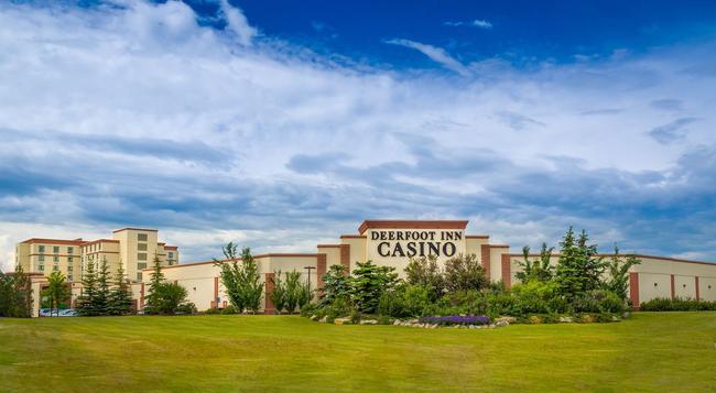 Deerfoot Inn & Casino - カルガリー - 建物