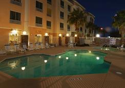 Fairfield Inn and Suites by Marriott Las Vegas South - ラスベガス - プール