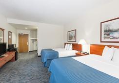 Baymont Inn & Suites Des Moines Airport - デモイン - 寝室