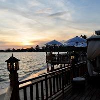 ソカ ビーチ リゾート The Deck Tapas Bar