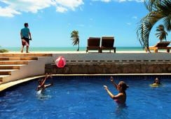 Windtown Beach Hotel - クムブコ - プール