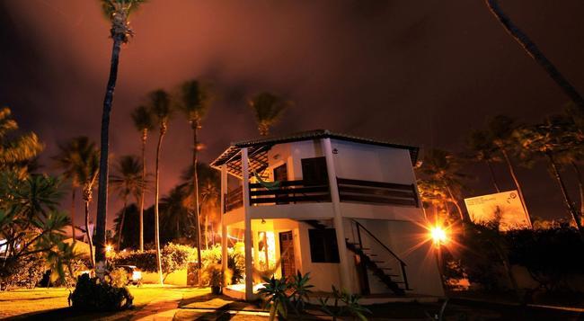 Windtown Beach Hotel - クムブコ - 建物