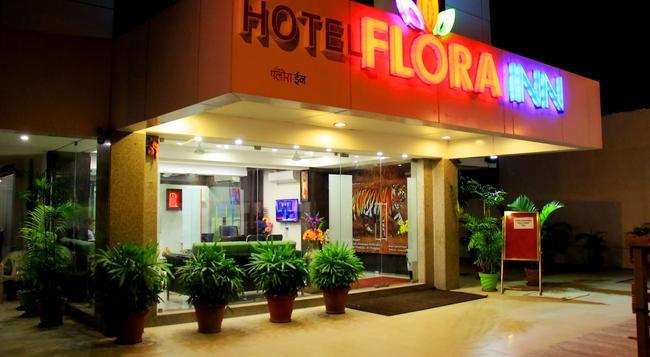 Hotel Flora Inn - Nagpur - 建物