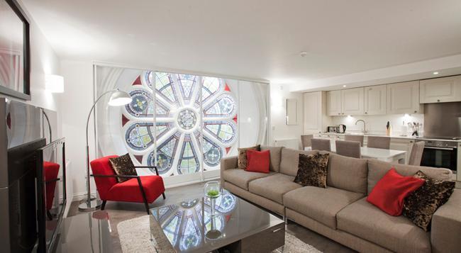 Apple Apartments Aberdeen - アバディーン - リビングルーム