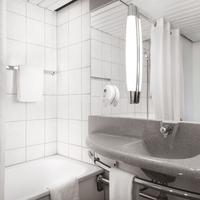 メルキュール ボン ハートベルク Bathroom Shower